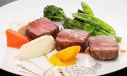 肉料理(和牛ステーキ)