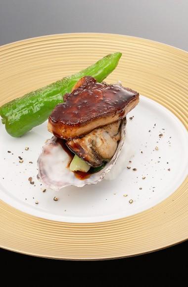 牡蠣とフォアグラのトリュフソース